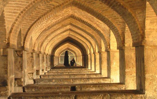 donne sotto un ponte di Isfahan