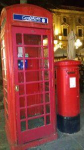 cabina telefonica e buca lettere
