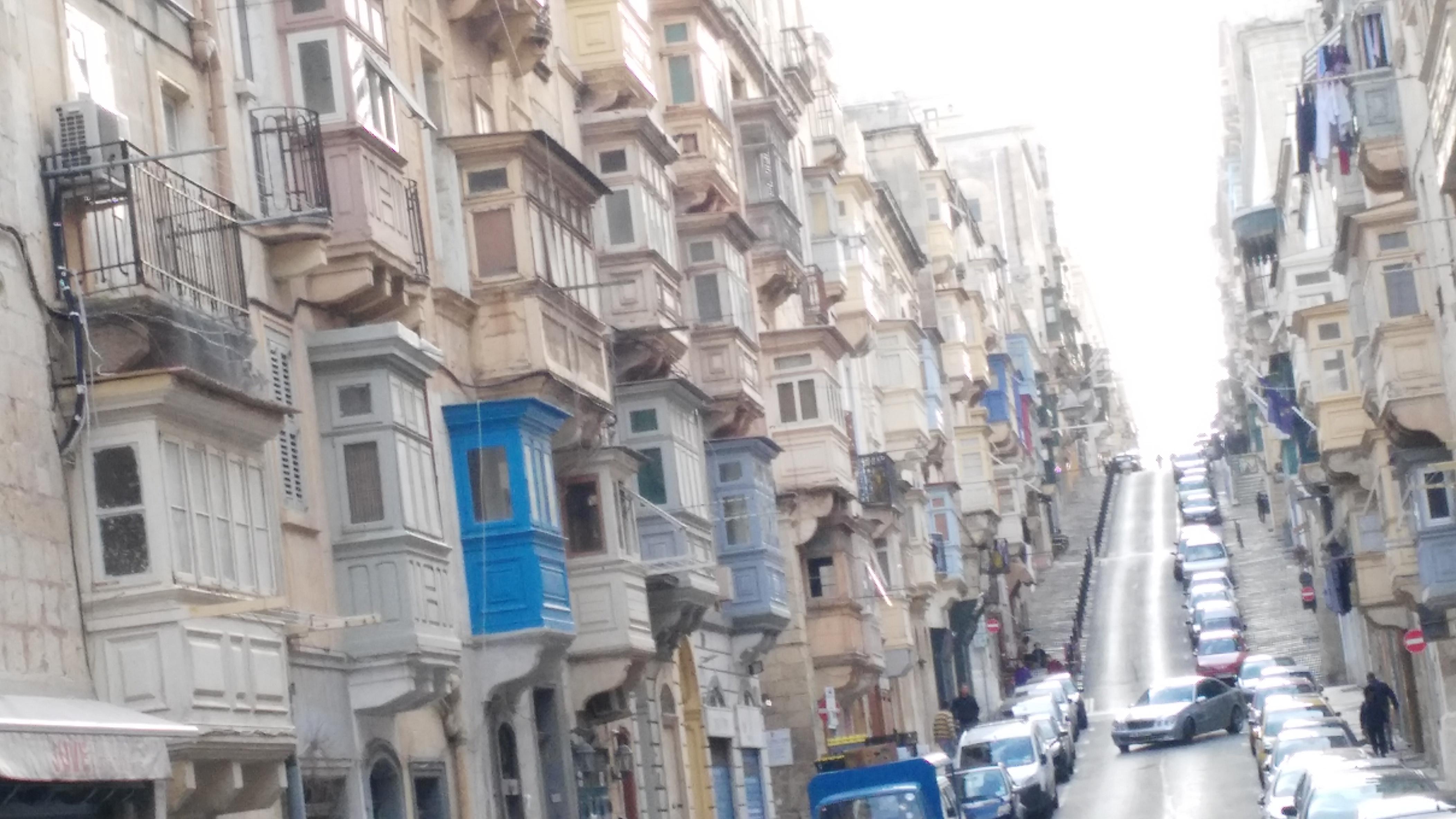 la Valletta palazzi con bow windows